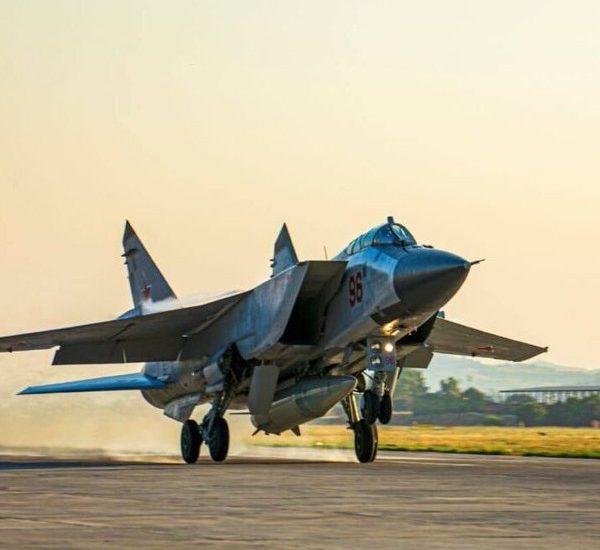 """روسیه ناگهان با ارسال MiG-31K به سوریه ، کشتی های انگلیسی را در معرض """"خطر"""" قرار می دهد"""
